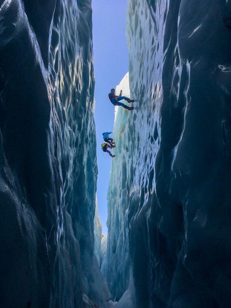 Formation sécurité glacier La Chamoniarde alpinisme escalade randonnée glaciaire Chamonix Mont Blanc glacier du Tour refuge Albert 1er