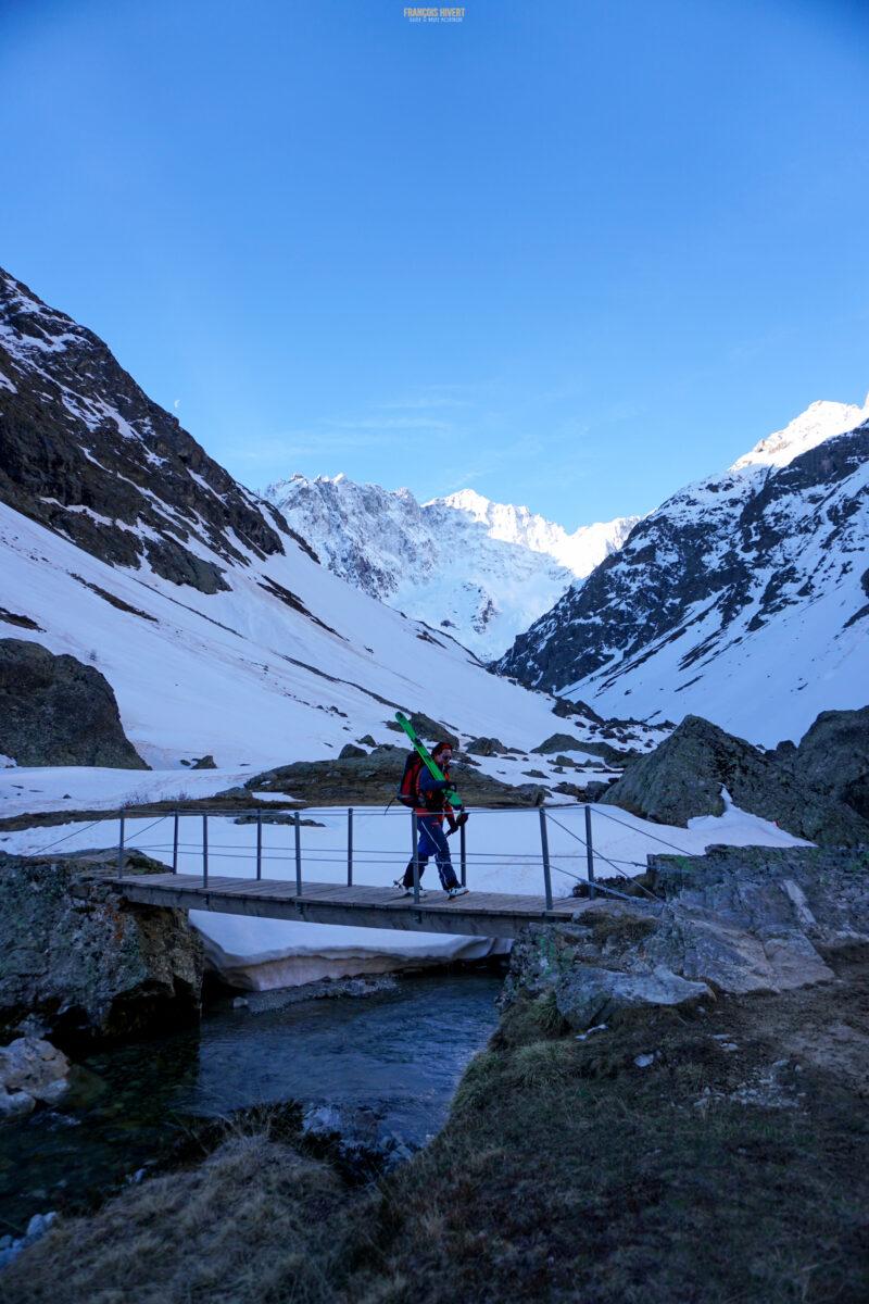 Refuge de Chamoissière Villar d'Arène ski de randonnée ski de rando massif de l'Oisans Ecrins Les Agneaux Grande Ruine Col du Clot des Cavalas le Pavé